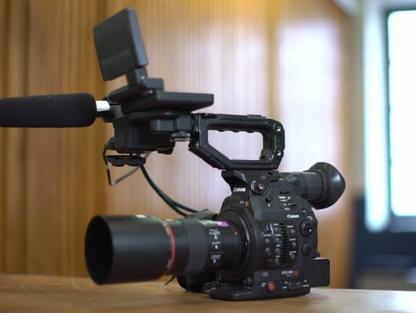 CAMERA CANON C300 MARKII EN LOCATION A MARSEILLE